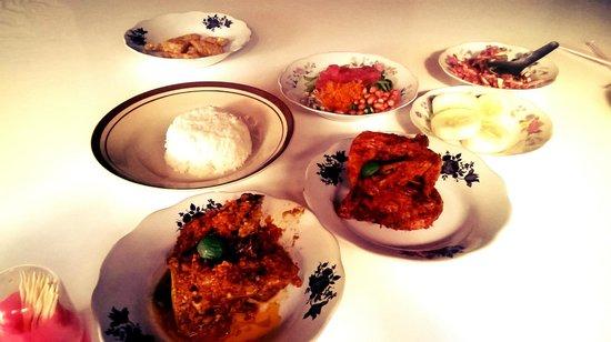 Dua EM: Ayam Julat, Plecing Kangkung, Komplit