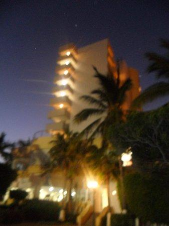 Mision Mazatlan: de noche lateral