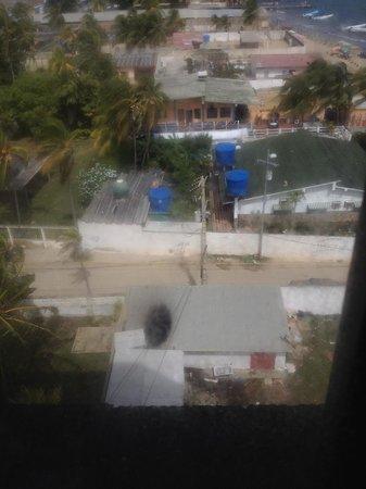 Playa Sirena Hotel & Resort: Ventanas sucias