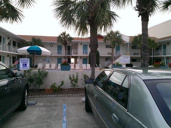 Sunset Inn: Parking