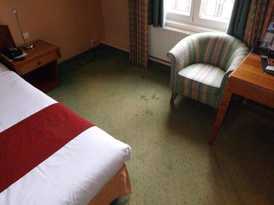 Thermae Palace Hotel : Des Tâches et de la puanteur