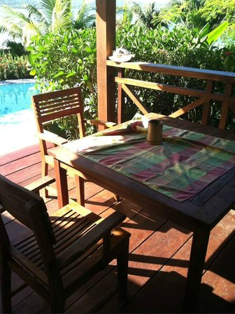 Calabash Cove Resort and Spa: The table on our porch where we ate breakfast most days