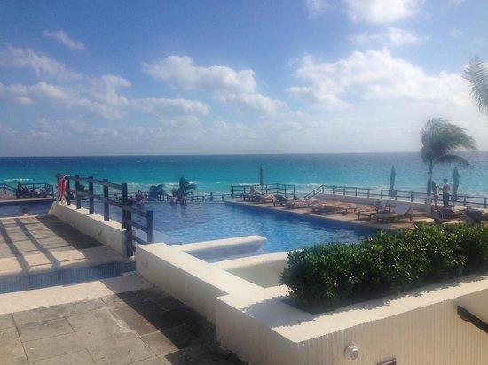 Grand Oasis Sens: one of the few pools