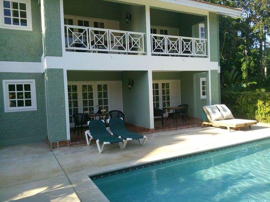 Sandals Ochi Beach Resort: Pool-side units - not much privacy