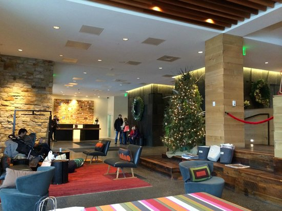 Hotel Vermont : Lobby from fireplace