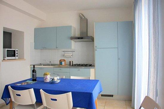 app. 2 zona soggiorno pranzo - picture of residence villa livia ... - Design Soggiorno Pranzo 2