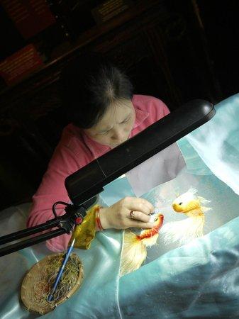 XQ Hand Embroidery: золотые ручки