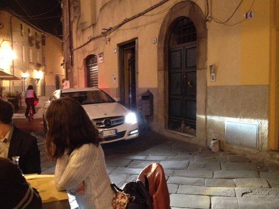 Osteria Baralla : Dining on the street!
