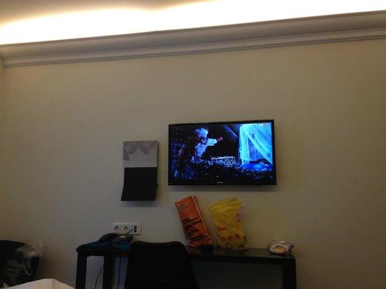 L'Ermitage Hotel: TV в Номере
