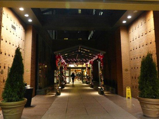 Courtyard New York Manhattan/Times Square: Hall d'entrée extérieur
