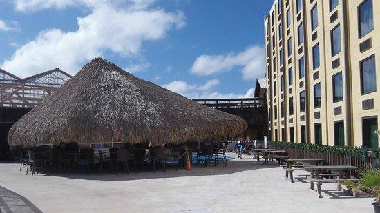 Schlitterbahn Beach Resort: Backside view of the outdoor heated pool