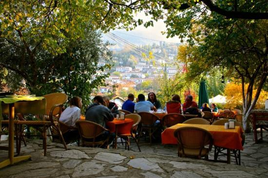 Sirincem Restaurant: Patio