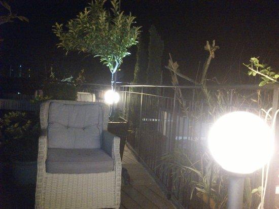 Center Chic Hotel Tel Aviv - an Atlas Boutique Hotel: rooftop garden (very nice)