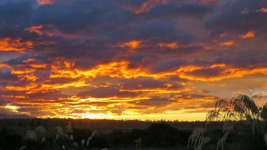 Haast River Motels & Holiday Park: Sunset - Haast River TOP 10 Holiday Park