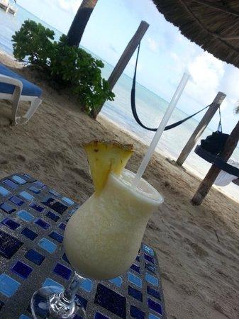 Mata Rocks Resort: One of many daily Mata Coladas