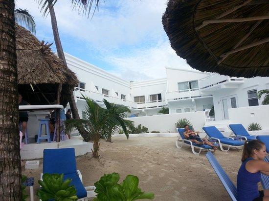 Mata Rocks Resort: view from beach. bar on left.