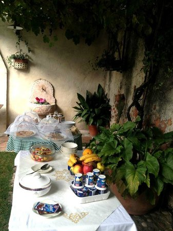 Casa Villa d'Arco: Private outside dining area for breakfast
