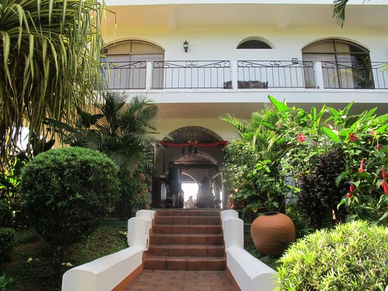 La Mariposa Hotel: front entrance