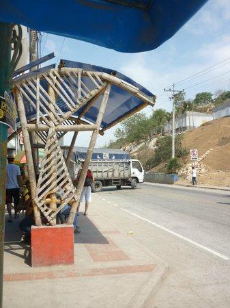 Hostal Galeria Hurvinek : Parada Montañitas