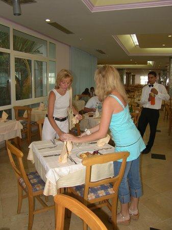 El Mouradi Club Kantaoui : занимаем столик