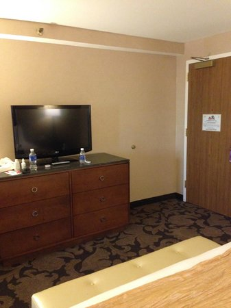 The Orleans Hotel & Casino : TV and chest