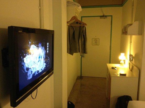 Kam Leng Hotel: Entrance in room