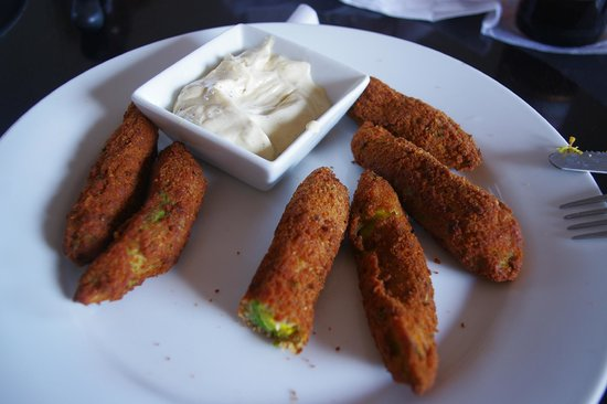 El Camello : I had already eaten some of the avocado sticks before the picture was taken. YUM!