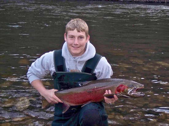 Little Salmon Lodge : Fishing behind lodge on the Little Salmon River