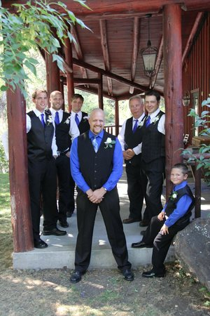 Little Salmon Lodge : Wedding party