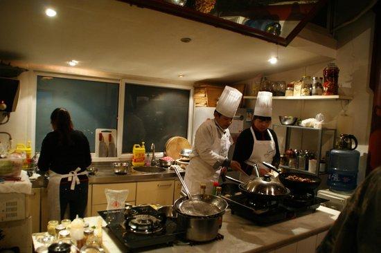 Black Sesame Kitchen: cocina en salón principal