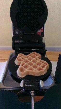 Island Hotel Port Aransas: Texas-shaped waffles!