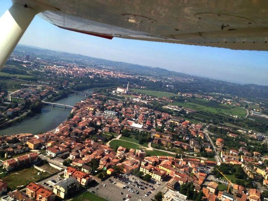 Casa Villa d'Arco: Private pilots can fly over the B&B area