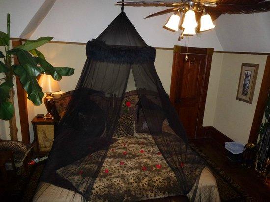 1884 Wildwood Bed and Breakfast Inn: Bedroom - Kipling room