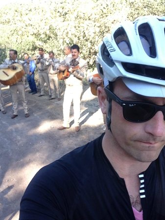 Bici Bucerias : who doesn't need a mariachi band for inspriation