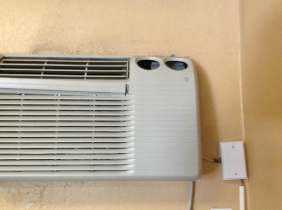 Northwood Inn and Suites : dirty air conditioner