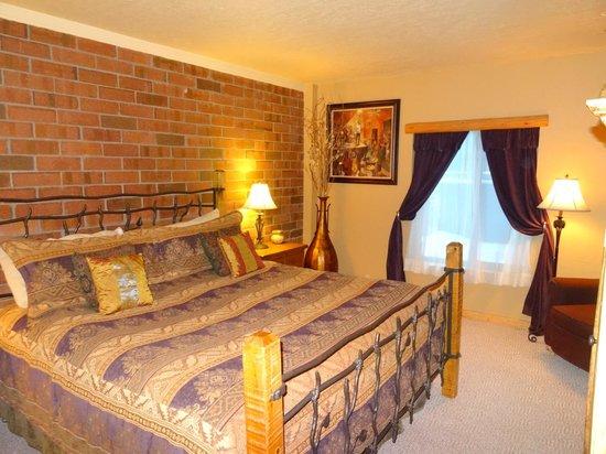 Park Station Resort Condominium: Master Bedroom