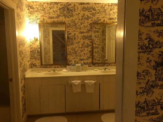 Fairville Inn Bed and Breakfast : Carriage House Suite 2 Bathroom