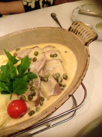 Gourmanderie Moléson: Für eine ganze Kompanie: Kalbszunge und Kartoffelstock