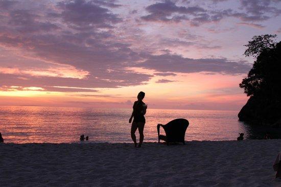 Shangri-La's Boracay Resort & Spa: sunset at the hotel