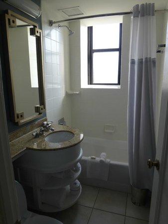 The Peabody Memphis: Bathroom