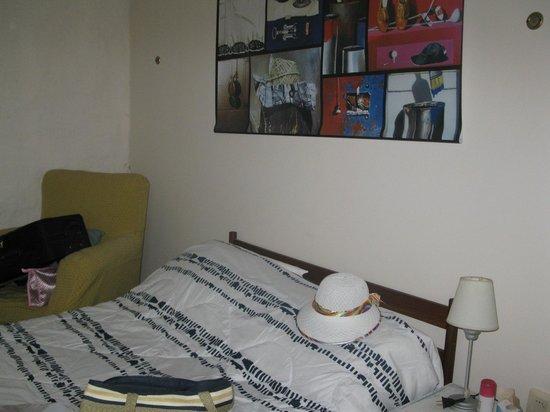 Posada Las Quintas: Parcial do quarto #7. Grande, mas bem básico.