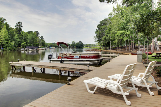 The Lodge on Lake Oconee: Boat Docks