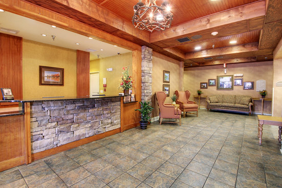 The Lodge on Lake Oconee: Front Lobby