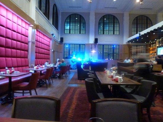 Hotel Indigo Nashville: The restaurant / bar