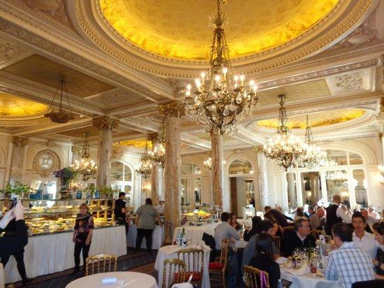 Carlton Restaurant: этим стенам 100 лет