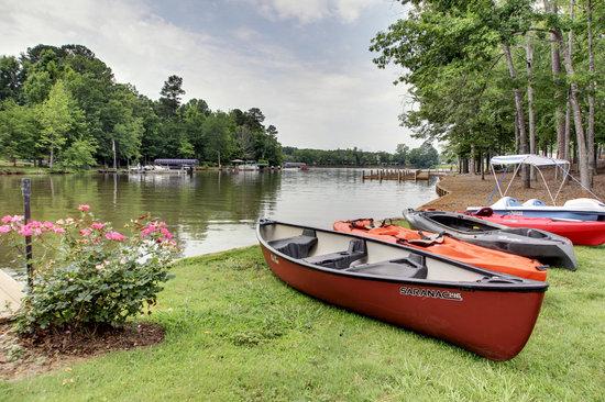 The Lodge on Lake Oconee: Canoe/Kayak Rentals