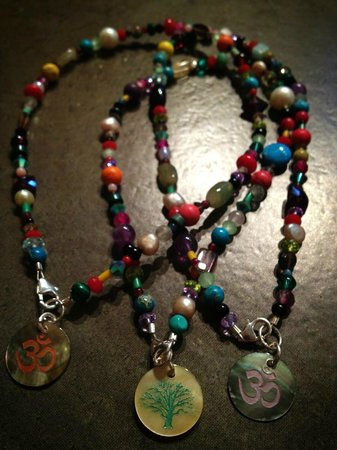 Azul Profundo Boutique : Some hand made Costa Rican jewelry.