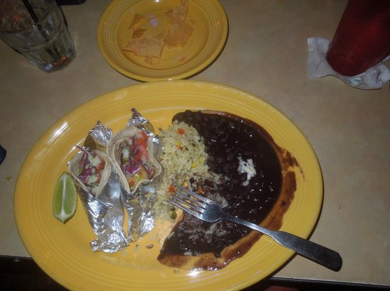 La Playa Mexican Grille: Fish tacos - yummy!