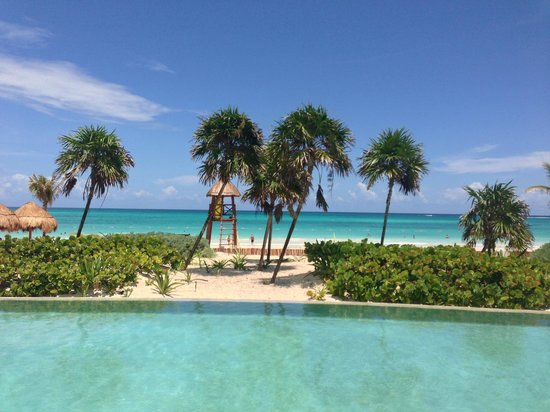 Secrets Maroma Beach Riviera Cancun : Amazing view of the beach from the pool