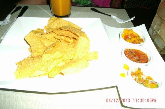 Mayas: Corn Chips and 3 dips